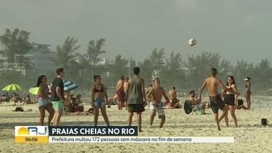 Fim de semana com muita gente na praia e sem máscara. Prefeitura multou 172 pessoas. - Prefeitura multou 172 pessoas sem máscaras no fim de semana . Muita gente na praia sem seguir o protocolo de higiene e proteção