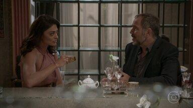 Carolina planeja contar a Lili que Germano pode ser pai de Eliza - A diretora acredita que a empresária não permitirá que a ruiva seja a grande vitoriosa do concurso Garota TD+