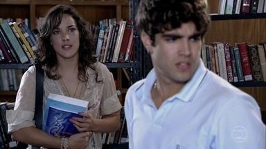 Antenor foge de Patricia - Ela insiste em saber o que vai acontecer com Tereza Cristina, mas o estudante não tem coragem de contar