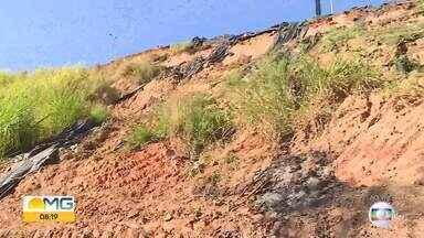 Barranco preocupa moradores no bairro Califórnia, em BH - Problema começou com as chuvas do início do ano.
