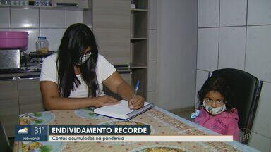 Pesquisa aponta que 67,4% famílias brasileiras estão com dívidas em julho - É o maior número dos últimos 10 anos, segundo a Confederação Nacional do Comércio.