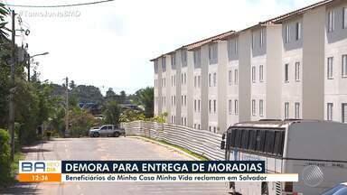 Beneficiários do Minha Casa Minha Vida reclamam da demora na entrega de condomínio - Situação acontece em três bairros de Salvador.