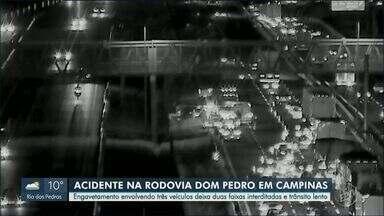 Engavetamento entre três veículos interdita duas faixas da Rodovia Dom Pedro, em Campinas - Acidente ocorreu no sentido Anhanguera, próximo ao Ceasa.