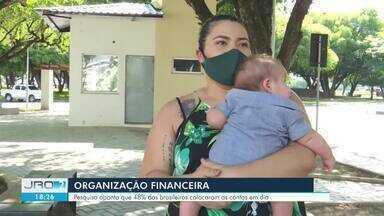 Pesquisa aponta que apenas 48% dos brasileiros colocaram as contas em dia - Se organizar financeiramente durante a pandemia tem sido um desafio para uma parcela da população