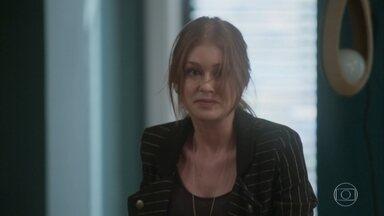 Dino parte para cima de Eliza - Peçanha interrompe discussão e tenta acalmar o comparsa, afirmando que vai encontrar uma forma de pegar o dinheiro da ruiva