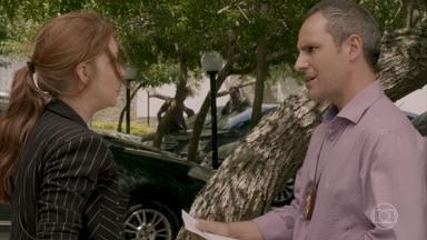 Eliza é presa - A ruiva é detida pela polícia enquanto foge de Dino e Peçanha