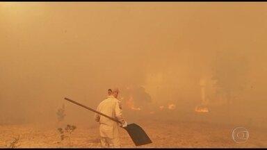 Incêndio se aproxima de reservas indígena em Rondonópolis, Mato Grosso - Os bombeiros passaram o fim de semana tentando controlar o incêndio, mas o local é de dificil acesso.