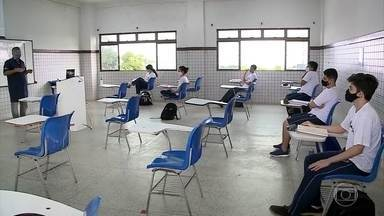 Escolas em São Luís voltam a funcionar nesta segunda-feira (3) - A fase inicial de volta às aulas em São Luís, no Maranhão, é de adaptação às regras sanitárias e vai mesclar atividades presenciais e online.