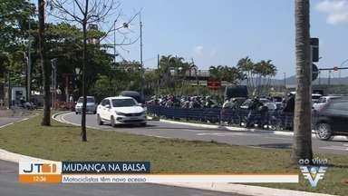 Balsa que faz travessia Santos-Guarujá tem novo acesso para motociclistas - Motociclistas que fazem travessia têm nova opção de acesso.