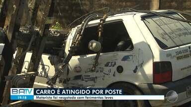 Veja destaques desta terça-feira: poste cai em cima de carro, em Salvador - O motorista teve ferimentos leves mas ficou preso dentro do veículo por cerca de duas horas.