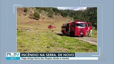Fogo atinge Parque Nacional da Serra dos Órgãos, na Região Serrana - Incêndio começou às 7h desta terça-feira (4). O fogo está localizado no Açu, um dos maiores picos do parque.