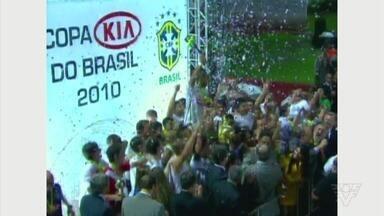 Título do Santos na Copa do Brasil completa 10 anos nesta terça-feira (4) - Torcedor relembra conquistas em momento delicado do clube.