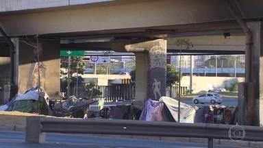 Desemprego e dificuldades financeiras aumenta o número de brasileiros sem moradia - O Ministério da Cidadania diz que 145 mil famílias estão cadastradas em programas de benefícios para sem-tetos, até junho, mas o número pode ser ainda maior, já que nem todos estão cadastrados.