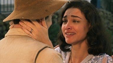 Candinho e Filomena se beijam - Os dois trocam declarações de amor