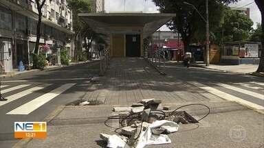 Sem funcionar, estações de BRT do corredor Norte-Sul sofrem com vandalismo - Corredor, que atravessa cinco municípios, foi desativado no início da pandemia.