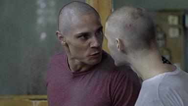 Episódio 4 - Com medo de ser descoberto, Dime procura Carolina e recebe a sugestão de procurar o cara mais fraco na Falange para se livrar das suspeitas. A delegada continua suas investigações.