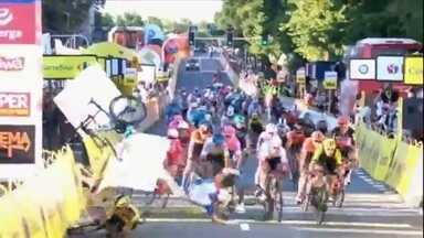 Ciclismo: competição na Polônia tem acidente espetacular e grave - Ciclismo: competição na Polônia tem acidente espetacular e grave