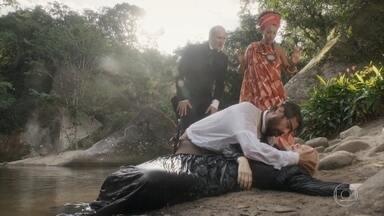 Greta finge se afogar - Ferdinando corre para salvar a austríaca