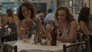 Kátia e Lurdinha estram sumiço de Flor e Val - Hugo lembra dos tempos de namoro com Carolina e diz a Riscado que vai fazer uma fezinha