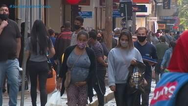 Consumidores movimentam o comércio de Porto Alegre na reabertura para o Dia dos Pais - Estado representou ao MP contra decreto da Capital. Ofício foi encaminhado nesta sexta-feira (7), primeiro dia de liberação do funcionamento das lojas.