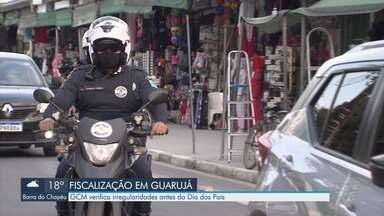 Guardas verificam irregularidades em comércios de Guarujá antes do Dia dos Pais - Centro Comercial de Vicente de Carvalho, um dos mais populares da região, é fiscalizado.