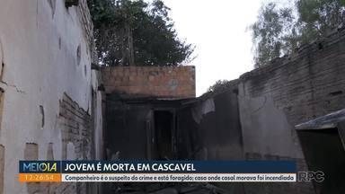 Mulher é morta e depois tem a casa incendiada em Cascavel - Polícia aponta o companheiro dela como suspeito da morte da jovem.