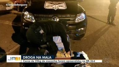 Mulher é presa suspeita de traficar drogas na BR-364, entre Mineiros e Jataí - Na hora da abordagem ela estava com uma criança de colo.