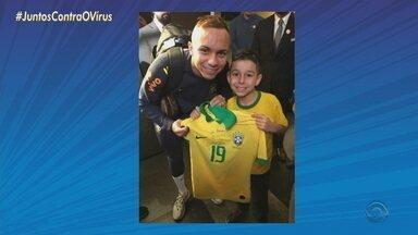 Saída do Everton deixa saudade nos torcedores mirins do Grêmio - Isabele Rezende, de sete anos se emocionou com a saída de Cebolinha em vídeo publicado nas redes sociais.