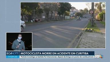 Polícia investiga se foi intencional o acidente que matou um motociclista em Curitiba - De acordo com as investigações, teria ocorrido uma briga antes do acidente em um posto de combustíveis.
