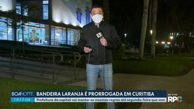Bandeira Laranja é prorrogada em Curitiba - Prefeitura mantém regras até segunda-feira que vem. Mercados não podem abrir fim de semana e comércio de rua e shoppings só podem funcionar de segunda a sexta.