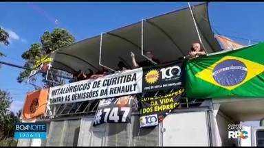 Fábrica da Renault apresenta proposta para recontratar mais de 700 funcionários - Eles haviam sido demitidos em julho. O acordo foi feito com o sindicato dos metalúrgicos e apresentado durante assembleia.