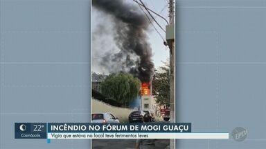 Incêndio atinge Fórum de Mogi Guaçu e deixa vigia ferido - Vítima sofreu ferimentos leves e foi levada à Santa Casa da cidade, afirma Guarda Municipal. Causas do incêndio ainda serão investigadas.