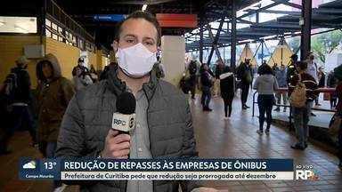 Prefeitura de Curitiba pede que redução de repasse às empresas de ônibus seja prorrogada - Pedido é que prorrogação seja até dezembro.
