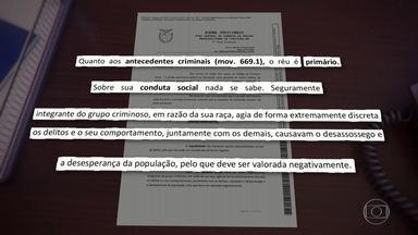 """Bom Dia Brasil: 'Em razão da sua raça', diz juíza em sentença sobre homem negro - Natan foi condenado a 14 anos e 2 meses de prisão num processo em que nove réus foram acusados de praticar roubos e furtos no centro de Curitiba. A juíza Ines Marchalek Zarpelon aponta que ele é primário, não tem antecedentes, e diz que sobre sua conduta social nada se sabe. Mas diz que Natan é """"seguramente"""" integrante do grupo criminoso """"em razão da sua raça""""."""