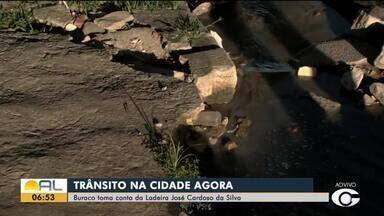 Crateras na pista atrapalham trânsito no Bom Parto - Pedro Ferro tem os detalhes.
