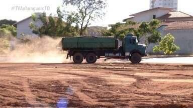 Obra parada há 6 anos em quadra na região sul de Palmas irrita moradores - Obra parada há 6 anos em quadra na região sul de Palmas irrita moradores