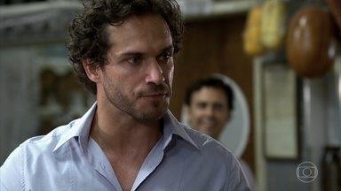 Dagmar se irrita com Guaracy - O português decide contratar Jaquelaine. mesmo a garota não tendo nenhuma experiência profissional