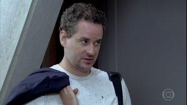 Paulo resolve procurar Esther - Griselda aparece no Tupinambar e Guaracy diz que está preocupado com a namorada. Enquanto isso, Paulo pede que Márcia invente uma desculpa para sua ausência
