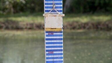 Sem chuva há 35 dias, nível do Rio Batalha em Bauru está abaixo do esperado - O centro-oeste paulista está há 35 dias sem registrar chuva e a umidade relativa do ar tem ficado abaixo de 30%, que é o estado de atenção. O DAE pede a colaboração dos moradores de Bauru (SP), que são abastecidos pelo Rio Batalha, para que economizem água.