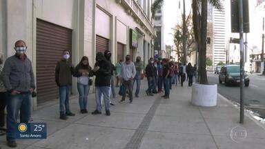Poupatempo anuncia mutirão do RG após mais um dia de filas no Instituto de Identificação - População fez fila mais uma vez para tirar documento, no Centro de SP. Equipe flagrou pessoas vendendo lugar na fila.