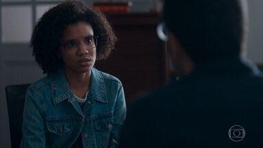Bóris pergunta de Lica para Ellen - A menina se mostra indecisa se aceita a bolsa de estudos