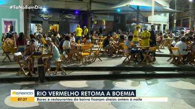 Primeira sexta-feira após reabertura de bares em Salvador tem fila no Rio Vermelho - Estabelecimentos foram fechados em março deste ano, para evitar a propagação do coronavírus.