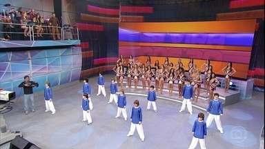 Se Vira Nos 30: Grupo X-Style se apresenta no palco do Domingão - Grupo infantil de dança agita a plateia