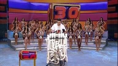 Se Vira Nos 30: Carlos Carty e Tubofone no palco do Domingão - Veja como foi a apresentação