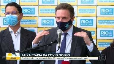 Jovens de 20 a 30 anos estão se contaminando mais com a Covid-19 - São os pacientes que mais registram síndrome gripal nos postos, de acordo com a prefeitura do Rio.