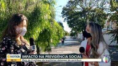 Impacto na previdência: Mais de 3 milhões de brasileiros deixam de contribuir - Por causa da pandemia, muitos brasileiros perderam o emprego, ou tiveram redução na renda. O impacto disso é a redução da contribuição.