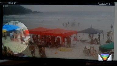 Grupo de turistas é alvo de criminosos na praia, em Ubatuba - Câmeras na praia flagraram a ação