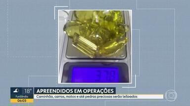 Materiais apreendidos em operações contra o tráfico de drogas serão leiloados em Minas - Entre os itens estão caminhão, carro, motos e até pedras preciosas.