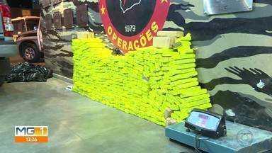 Polícia apreende 450 kg de maconha em Belo Horizonte - Droga foi encontrada dentro de dois carros, depois de denúncia anônima.