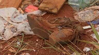 Moradores fazem descarte incorreto de lixo em Itapetininga - Alguns moradores de Itapetininga (SP) descartam o lixo de forma incorreta, em terrenos a céu aberto. Essa atitude pode trazer riscos para a população.